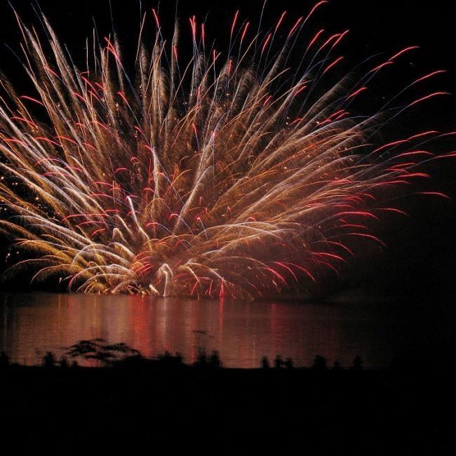 2009ほろかないフォトコンテスト奨励賞作品 『煙火湖上を焦がす』 - 川島 征行(深川市)